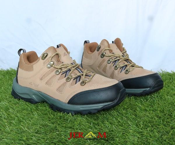 Sepatu Gunung Treking Hiking Rei Tembesi RIPP530001