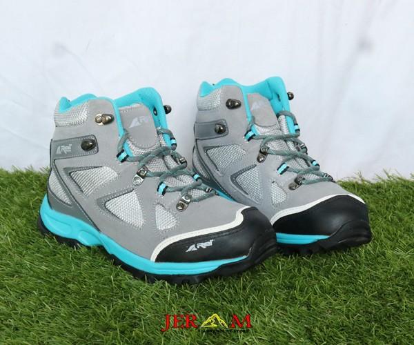 Sepatu Gunung Trekking Woman Series Rei Smithsonia RIPP500001